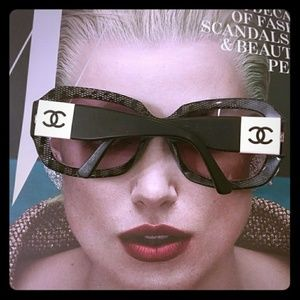 Authentic CHANEL polorized sunglasses
